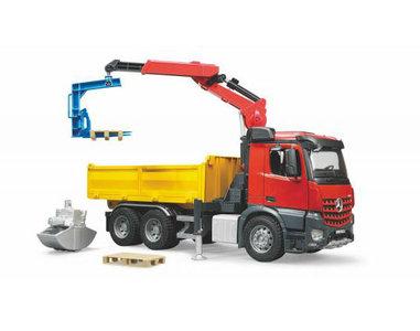 Bruder Mercedes Benz Arocs Bouw vrachtwagen met kraan en accessoires (schaal 1:16)