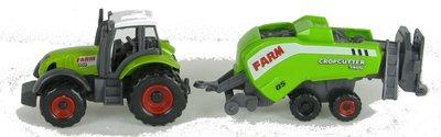 groene tractor met balenpers